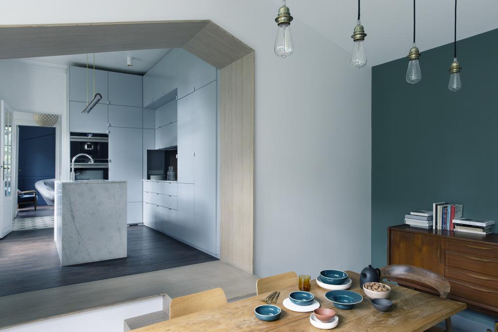 Une Petite Cuisine Moderne Avec Ilot Bien Pensee Joli Place