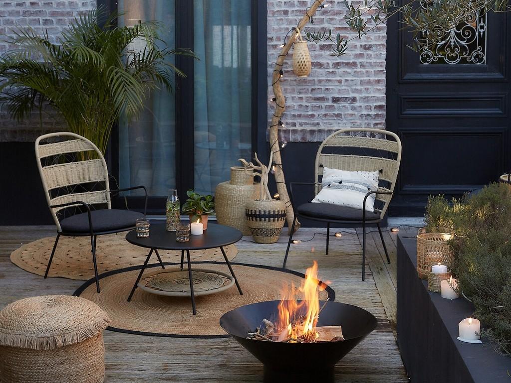 décorer une terrasse avec du noir