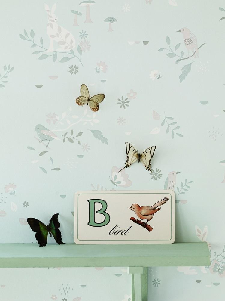 Chambre bébé : du papier peint fleuri sur les murs - Joli Place