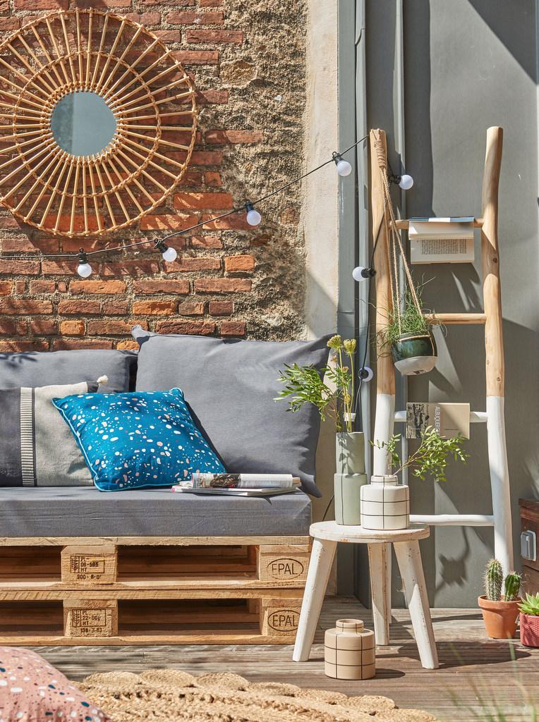 quoi faire avec des palettes en bois joli place. Black Bedroom Furniture Sets. Home Design Ideas