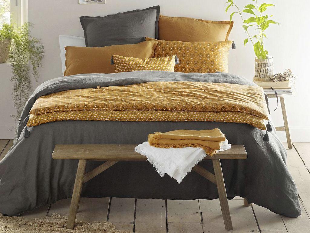 Un banc en bout de lit, pratique et déco - Joli Place