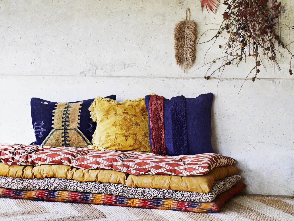Le bon mix déco : indigo, jaune et terracotta - Joli Place