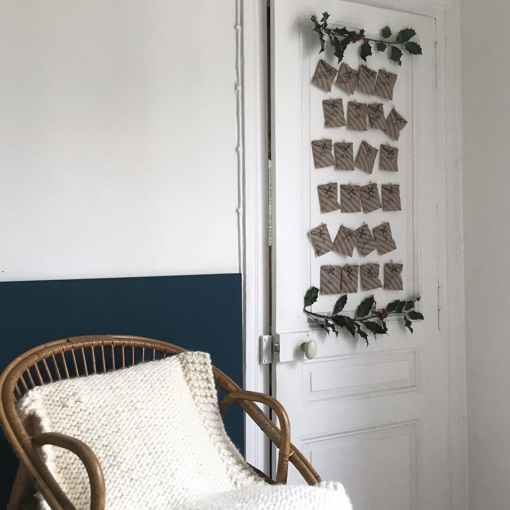 Créer un calendrier de l'Avent sur une porte sans l'abîmer - Joli Place