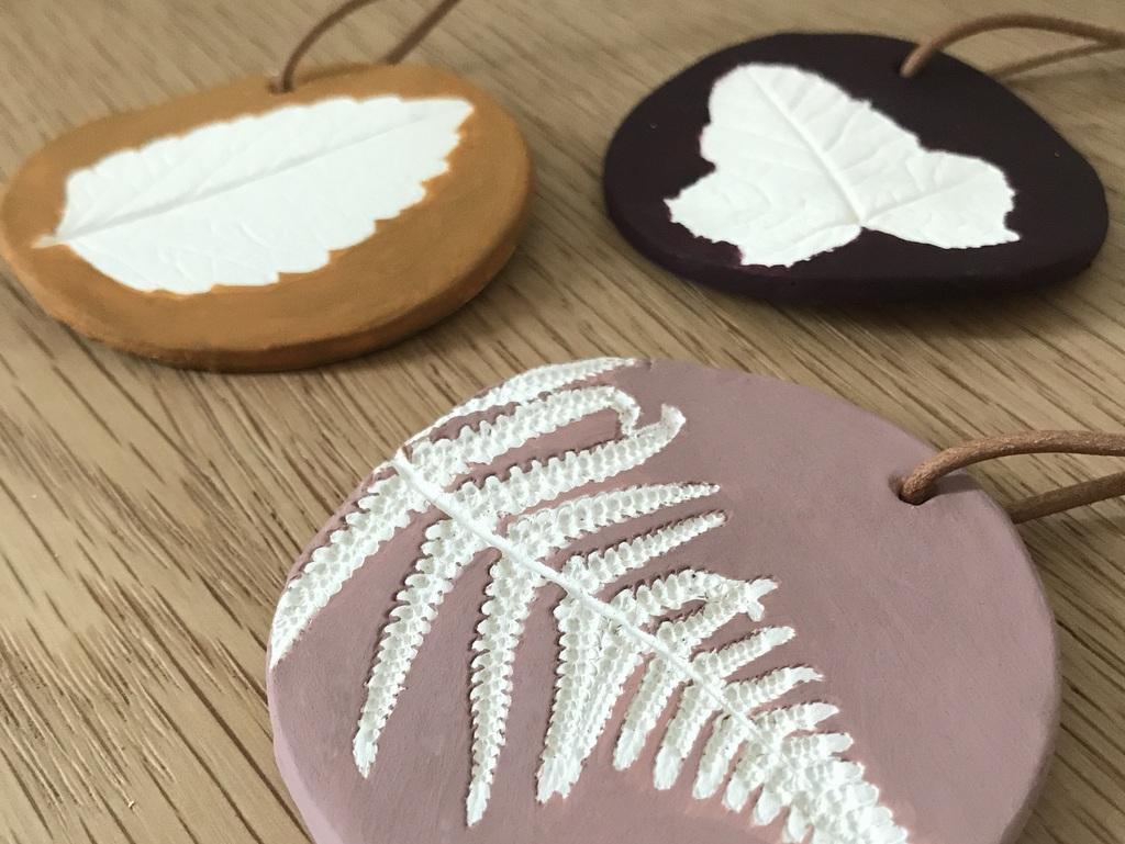DIY : créer un bijou de mur en argile - Joli Place