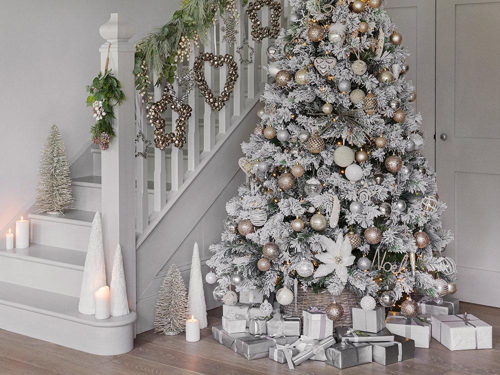Décoration de Noël : pensez à l'escalier - Joli Place