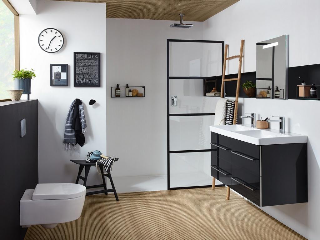 Des inspirations pour une salle de bain en noir et bois ...