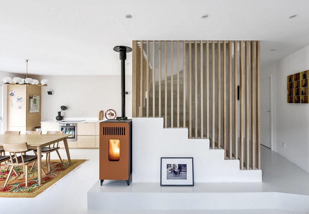 Un claustra en bois pour l'escalier intérieur - Joli Place