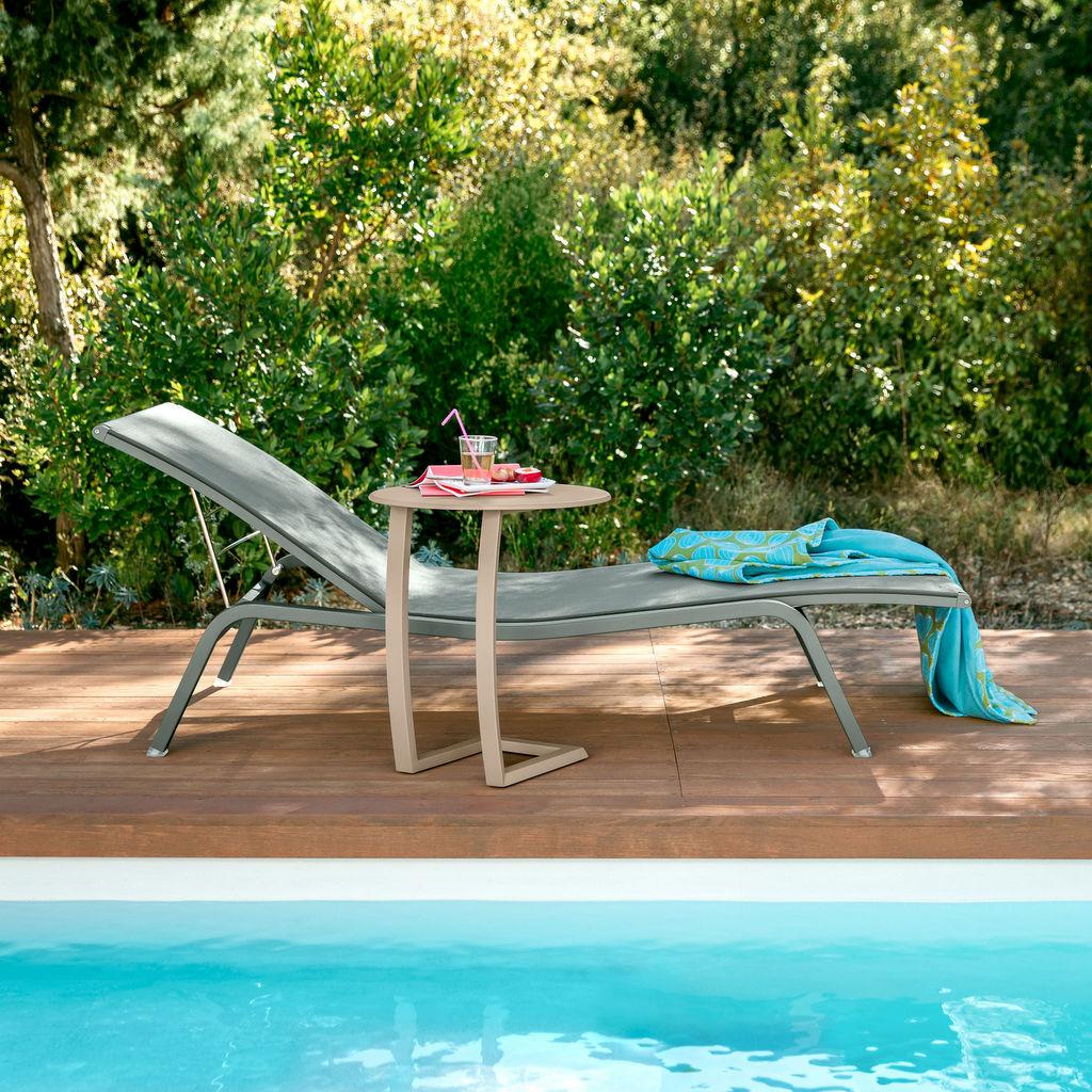 Chaise longue : buller en couleur dans le jardin - Joli Place