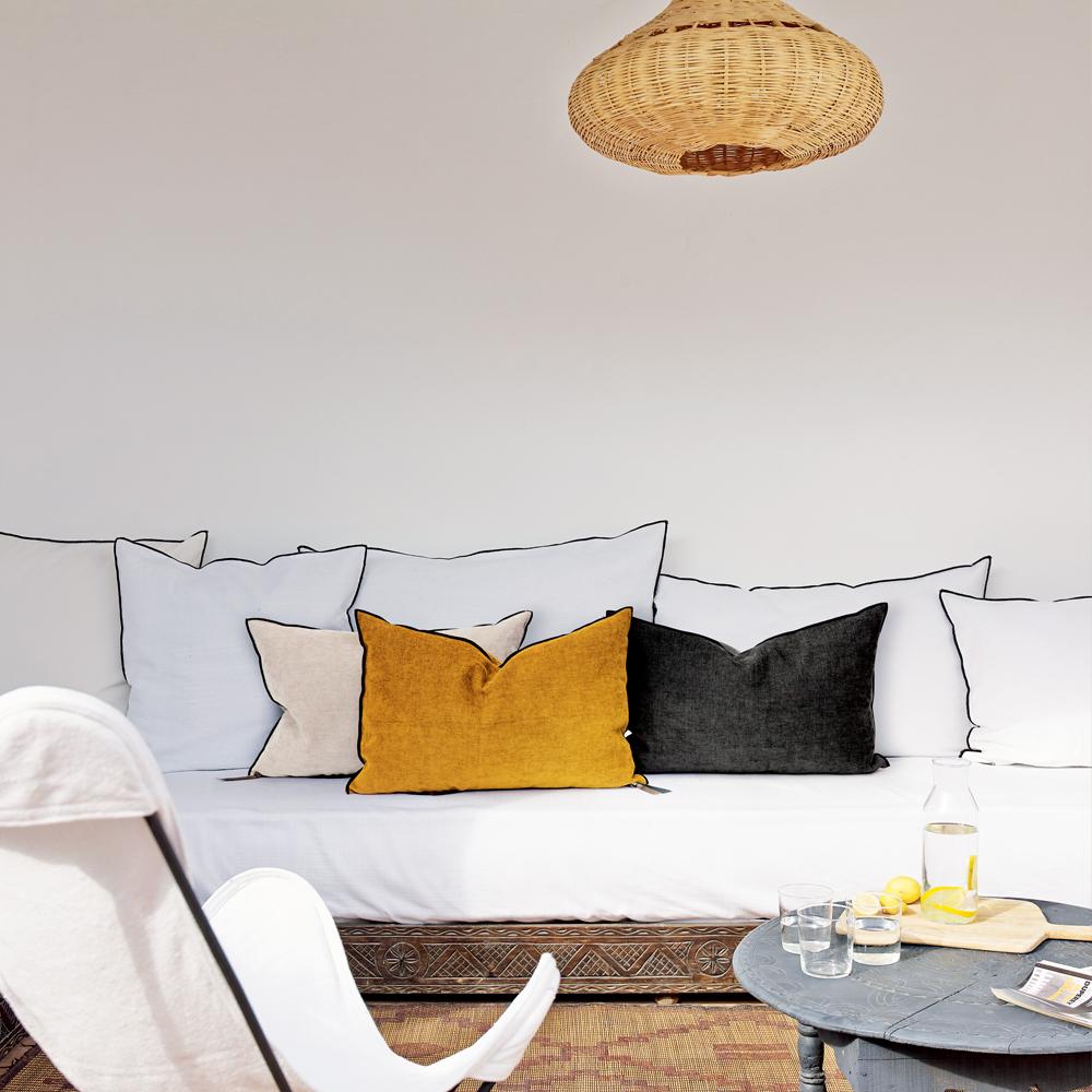 Une déco de salon jaune orangé - Joli Place
