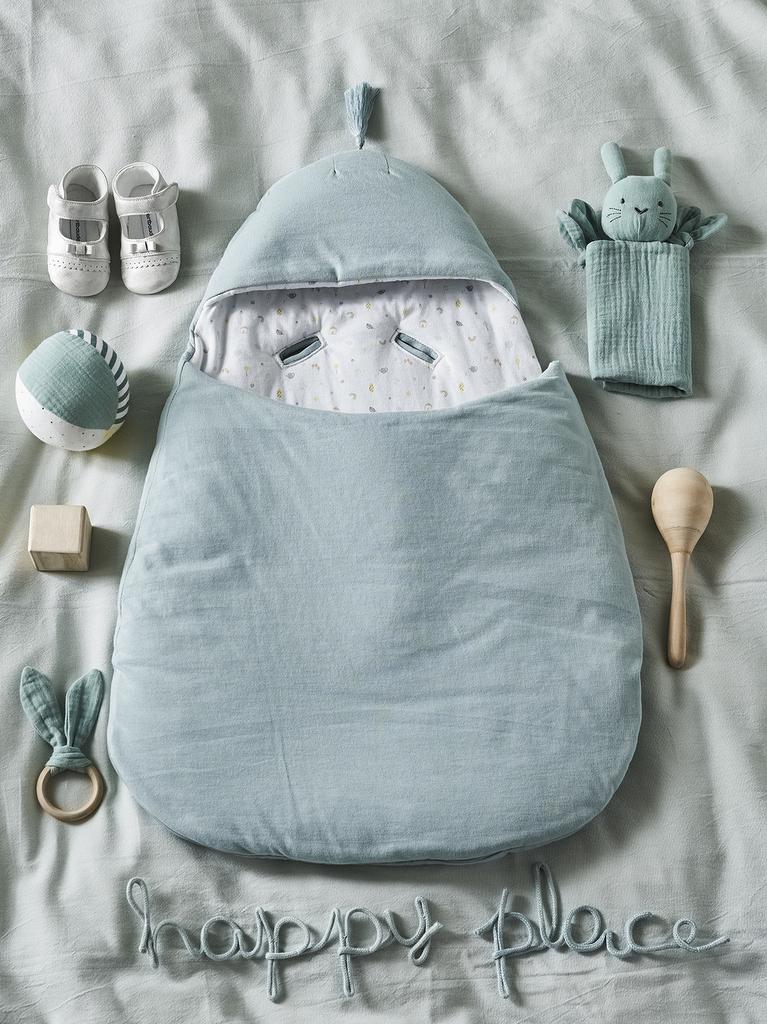 Idée déco : une chambre bébé neutre et stylée - Joli Place