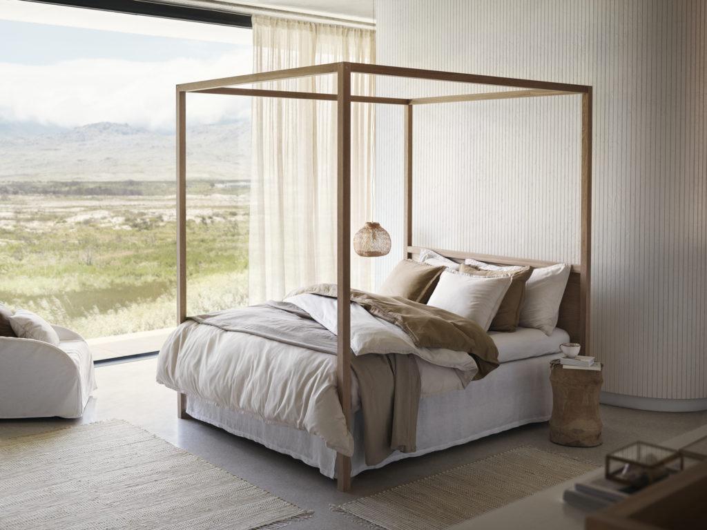 Du linge de lit beige dans la chambre - Joli Place