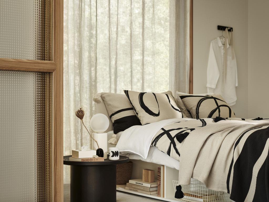 chambre déco arty noir et beige