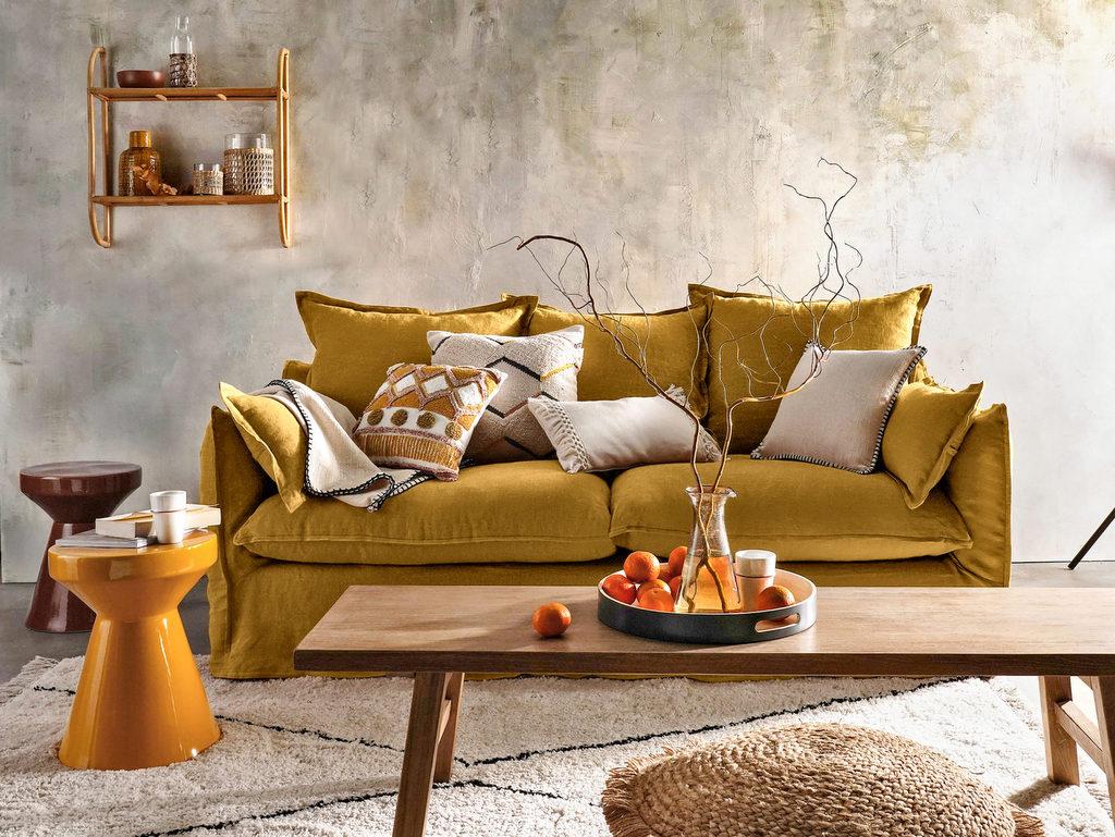 salon avec canapé jaune moutarde