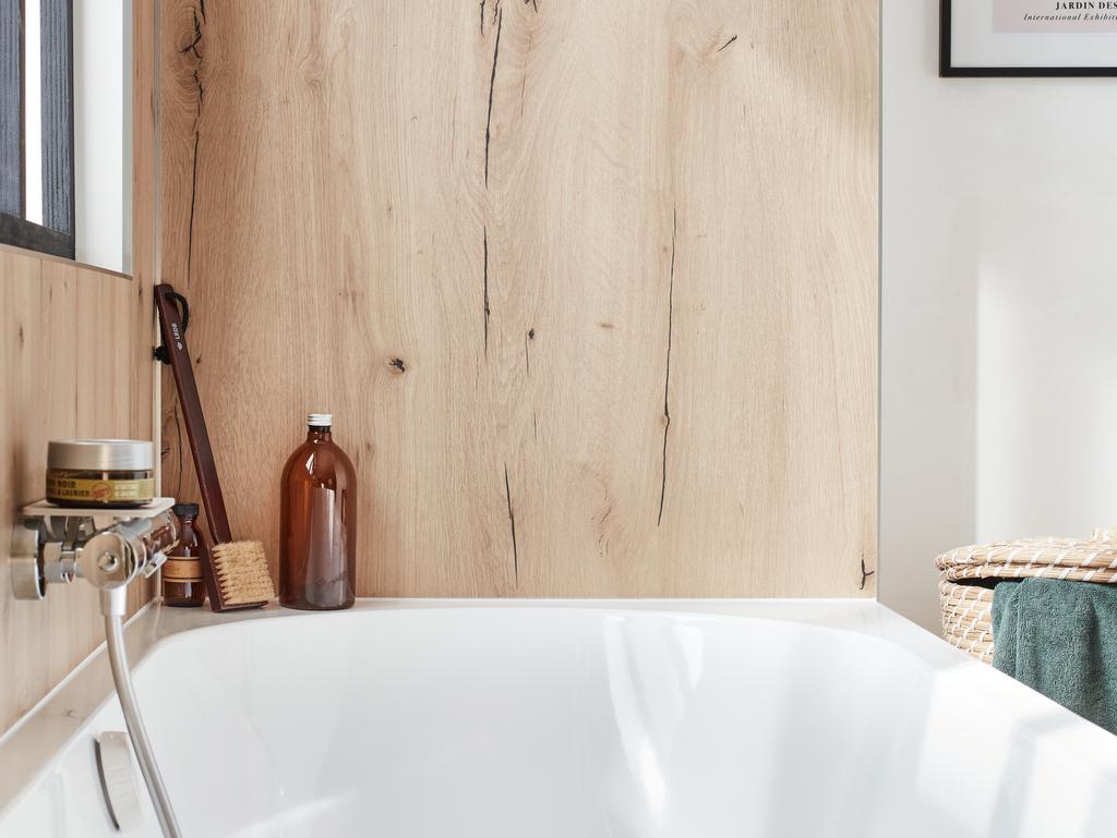 revêtement mural bois salle de bain