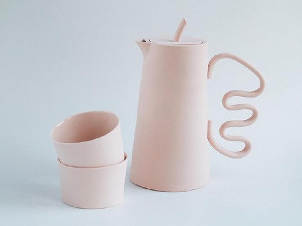 théière en céramique rose