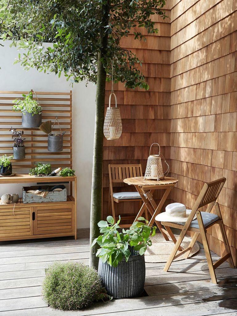 table de balcon et chaises