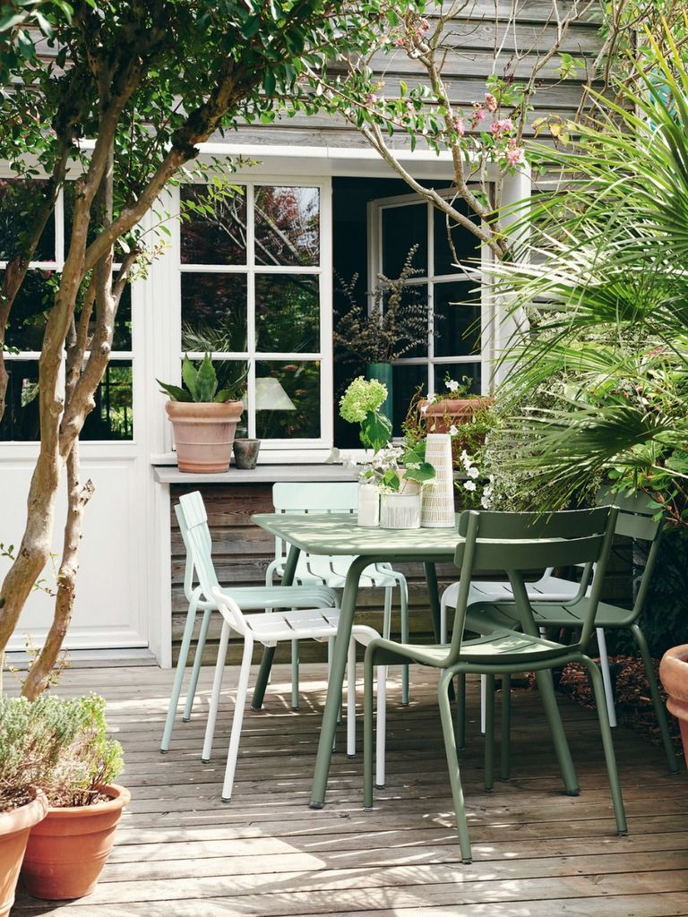 table de jardin verte