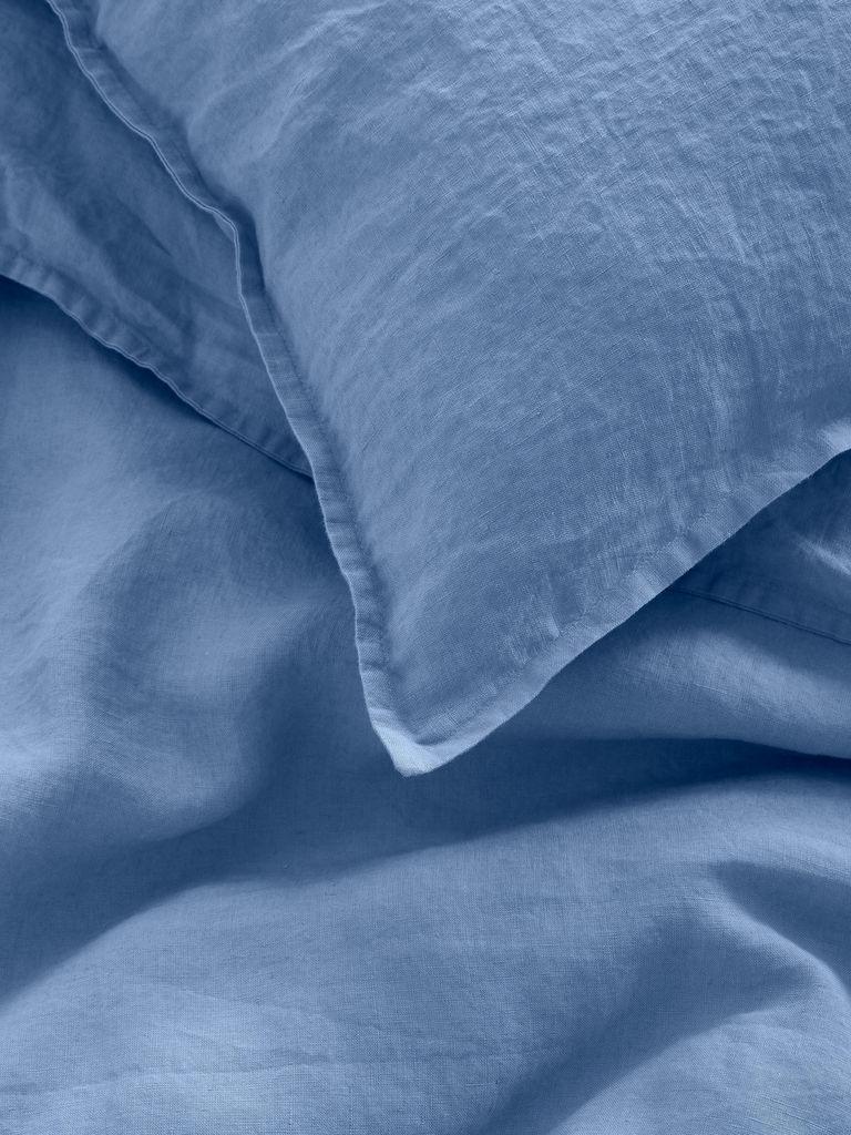 linge de lit en lin lavé bleu ciel