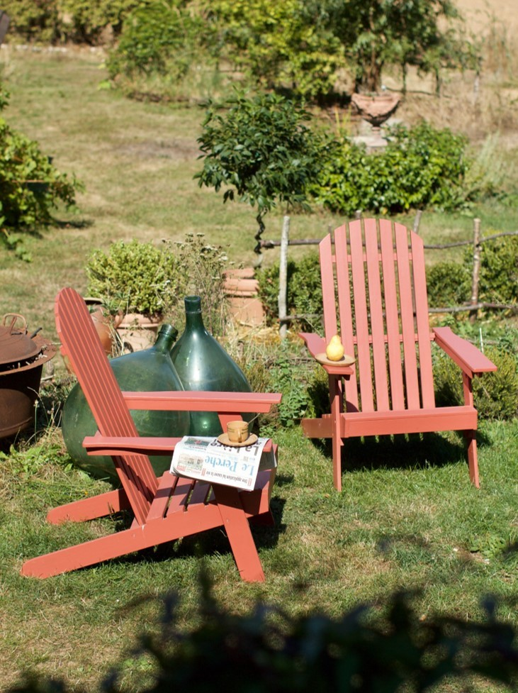 mobilier jardin peint en rouge