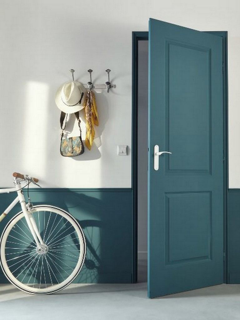 porte peinte en bleu paon