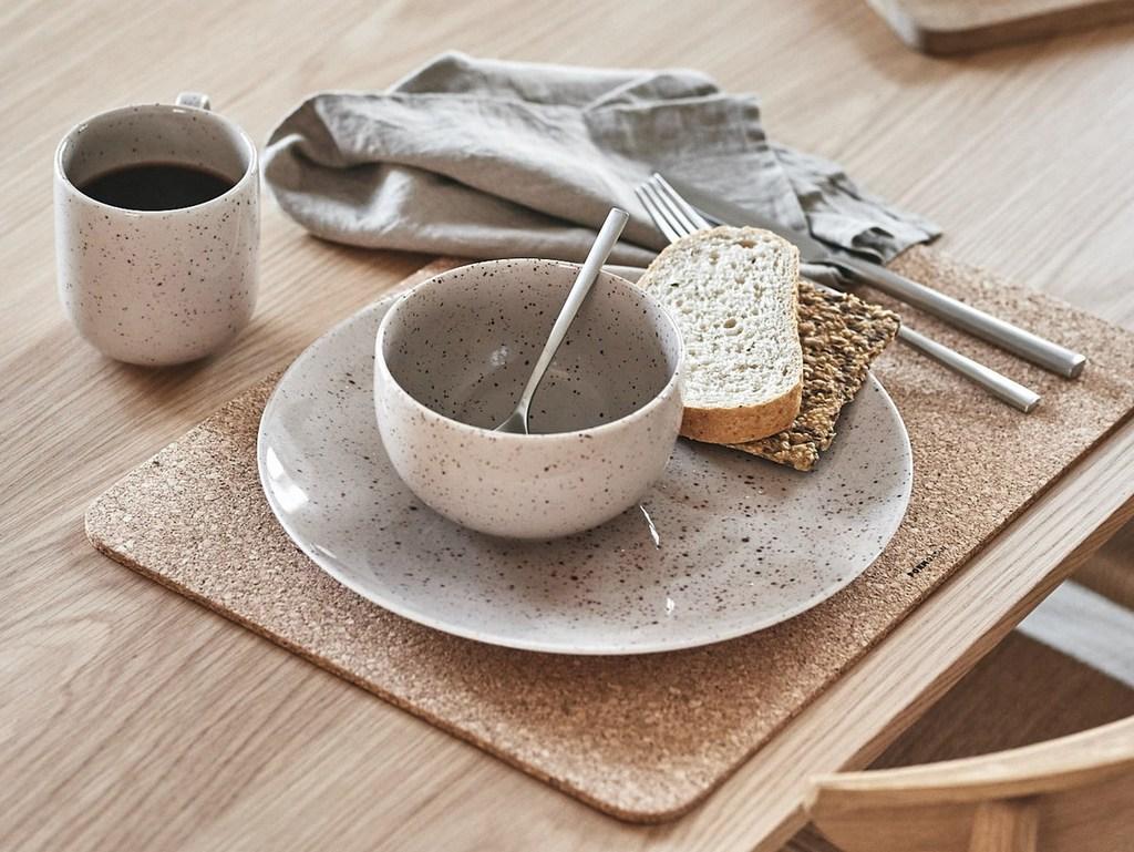 vaisselle beige petit déjeuner