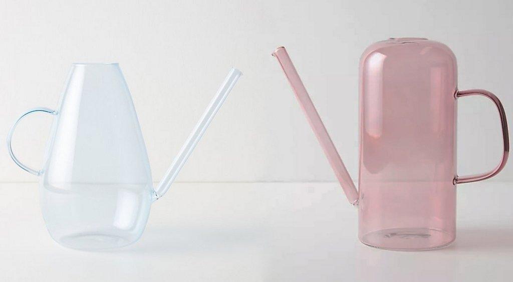 arrosoir en verre coloré