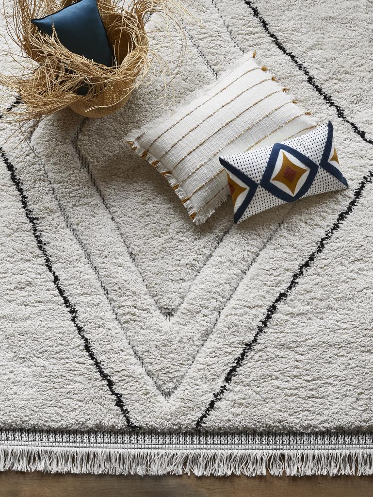 tapis noir et blanc ethnique chic