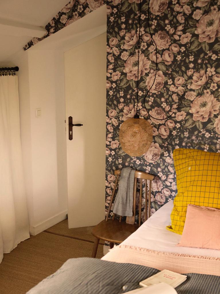 chambre papier peint fleuri