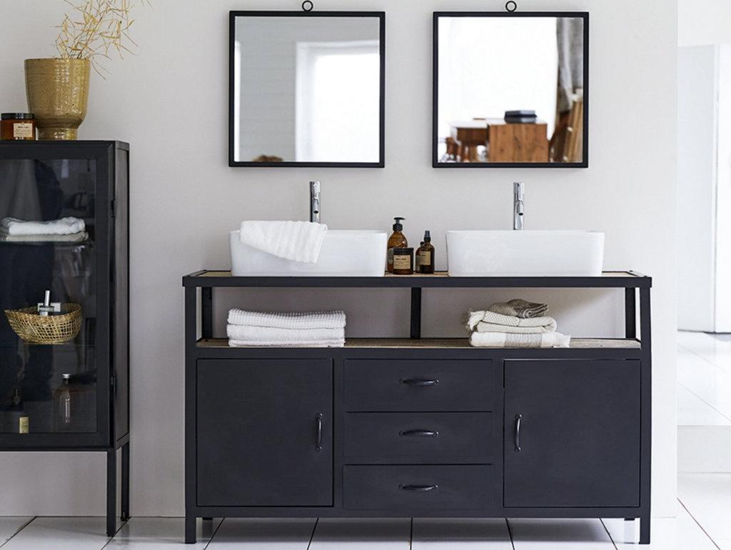 salle de bain style industriel en bois et métal noir