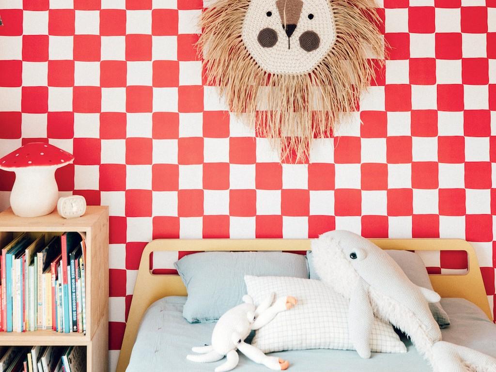 chambre enfant bleu ciel et rouge