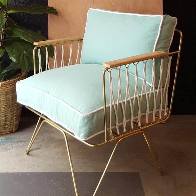 fauteuil en velours vert d'eau