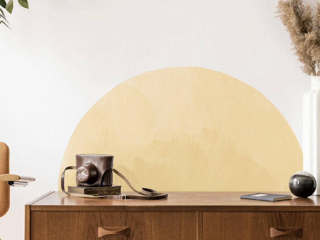 demi cercle arche jaune sur mur
