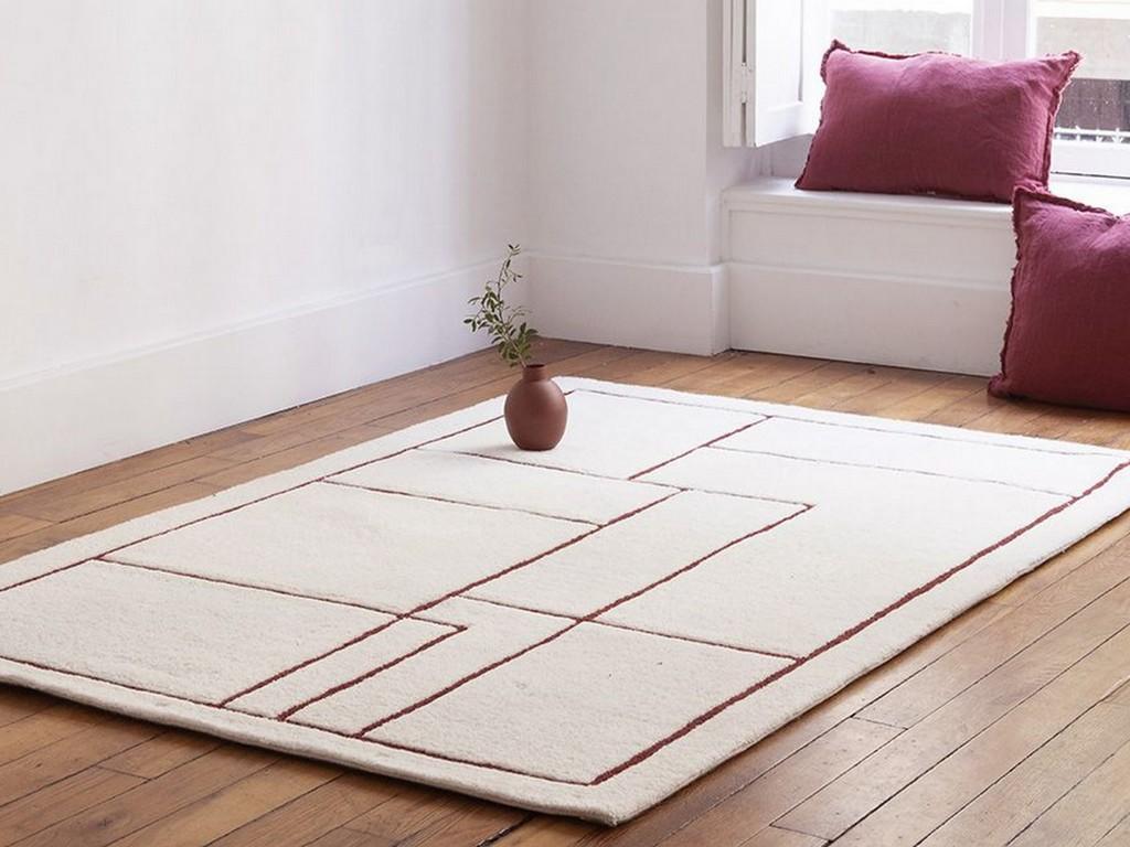 tapis blanc et bordeaux