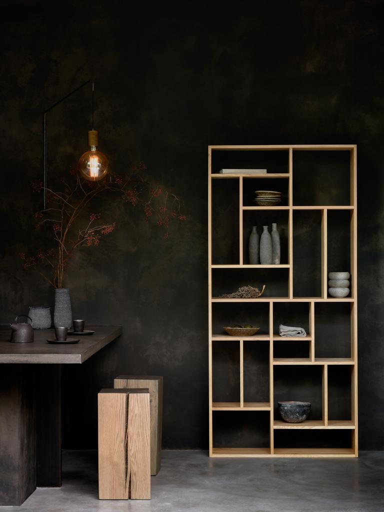 mur noir et bois